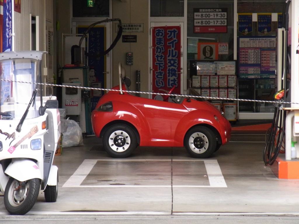 ガソリンスタンドで見かけた可愛い車